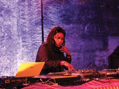 Buena Vibra DJ aux platines