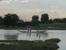 Au détour d'un canal, une équipe qui s'entraine, peut-être pour la Regata Storica ?