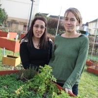 Samira Hassini, vice-présidente de Au Jardin des Voisins, et Hélène Planckaert, responsable de l'action culturelle de Zutique Productions. c'est la Coursive Boutaric qui a mobilisé les habitants autour du projet de la Cahsba Boutaric et de l'Esplanade.