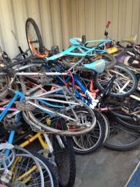 La récupération se fait par le biais de dons et via les déchetteries, dont celle d'Is-sur-Tille, qui a mis en place un container dédié. En France, on estime à 1,5 million le nombre de vélos détruits chaque année. Crédit La Bécane à Jules