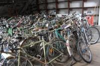 La Bécane à Jules possède un stock de 4.000 vélos utilisables en pièces détachées pour la réparation, revendus d'occasion une fois révisés ou entièrement refabriqués pour la création de nouveaux vélos sous la marque Refab Dijon.